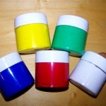 Farby akrylowe – z czym to się je?