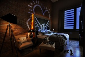Keith-Haring-Styled-Wall-Graffiti-Inside-The-Room-Of-Baltazar-Hotel