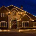 Jak zamontować świąteczne ozdoby na dachu?