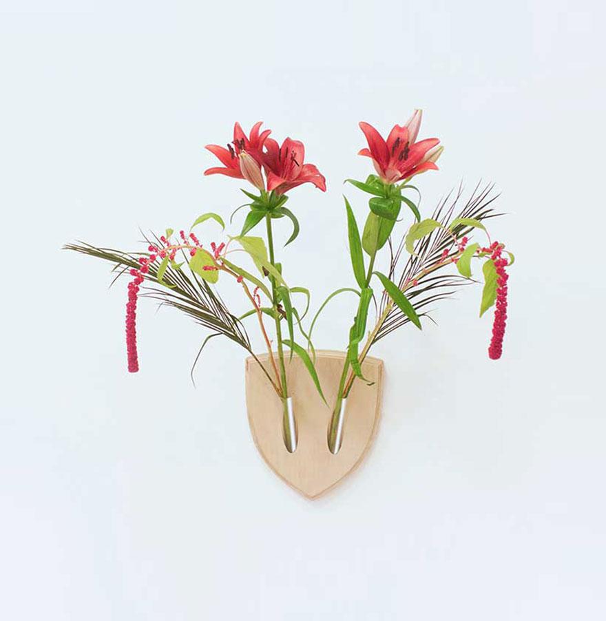 flowers-wall-arangement-replace-dead-animals-elkebana-5