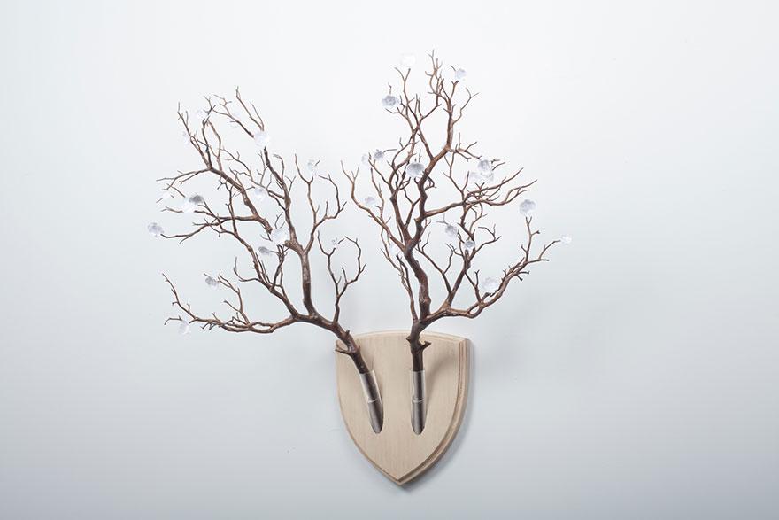 flowers-wall-arangement-replace-dead-animals-elkebana-8